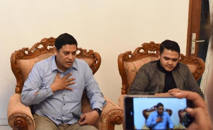 Walikota Kediri, Abdullah Abu Bakar (kiri) bersama dengan Anggota DPR RI Komisi X, Abdul Hakim Bafaqih (kanan)