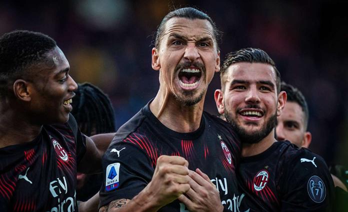 Selebrasi Zlatan Ibrahimovic usai mencetak gol di laga lawan Cagliari, pada Sabtu (11/1) malam
