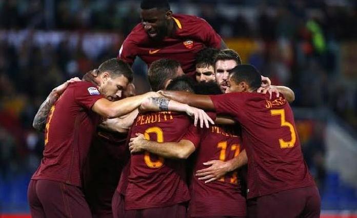 Selebrasi para pemain AS Roma, usai mencetak gol ke gawang Parma pada Jumat (17/1) dini hari tadi
