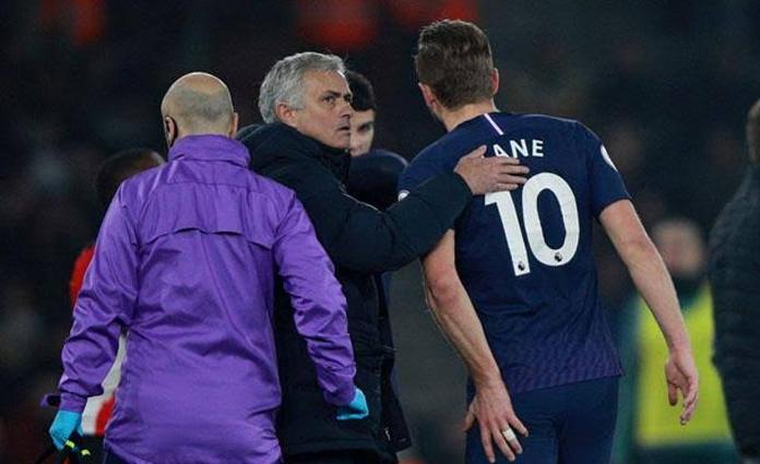 Striker Tottenham Hotspur, Harry Kane saat harus mengakhiri laga kontra Southampton lebih awal akibat cedera