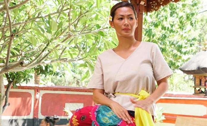 Indah Kalalo saat proses syuting film Kajeng Kliwon